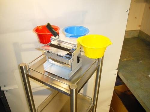 fastfoiling Pro Foil dispenser on stainless steel cart use as pic00104